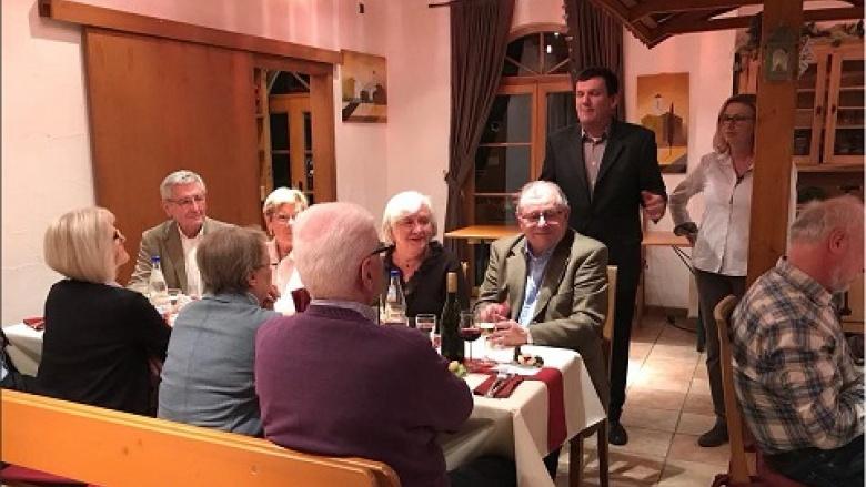 Der Stadtbezirksvorsitzende Joachim Neisecke hielt eine kurze Ansprache...